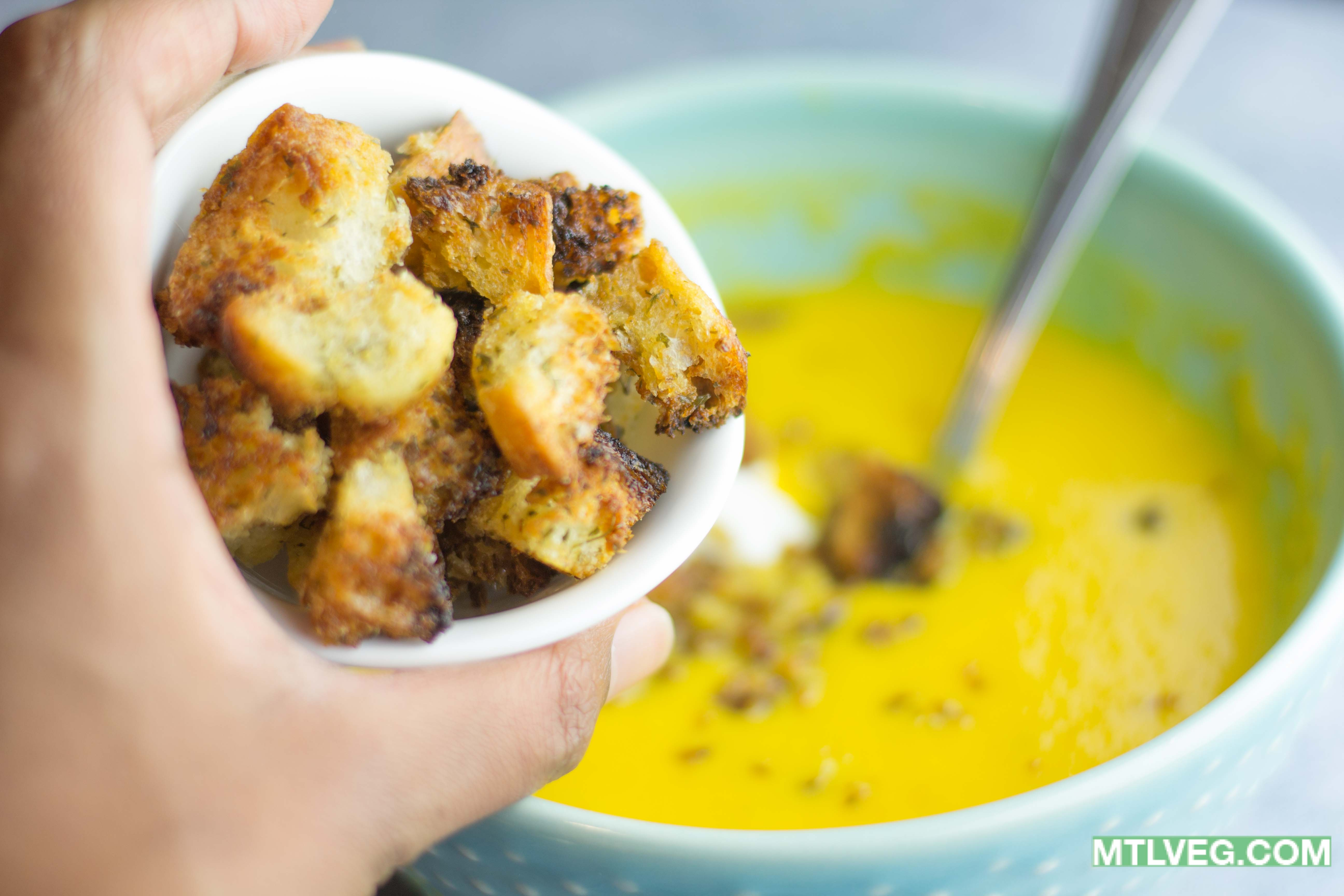 Easy Vegan Garlic Croutons